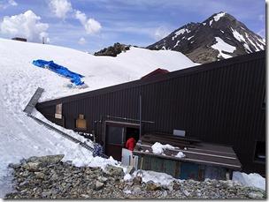 山荘残雪状況