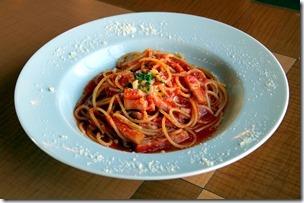 ベーコンととろーりモッツァレラのトマトパスタ